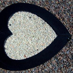 Apmale - granīta SIRDS (G9.) - Divas daļas.