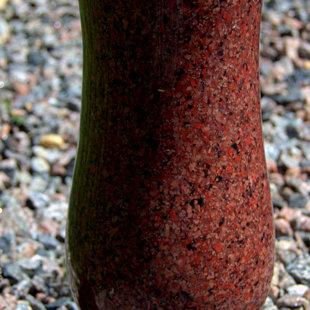 гранитная ваза - красная